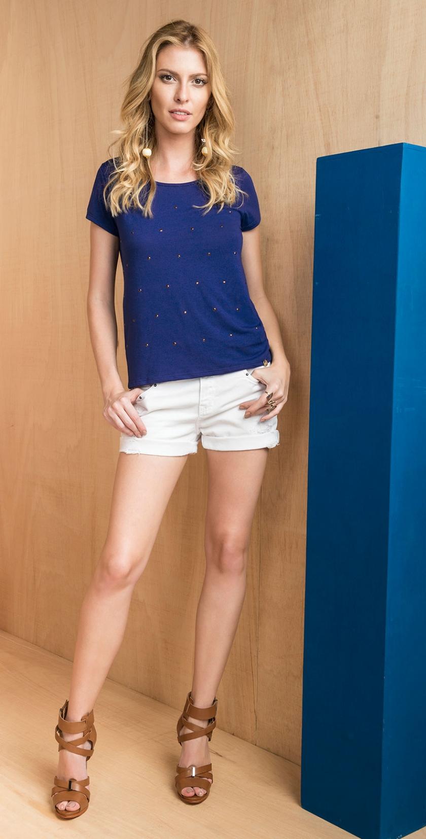 d1b3b97c83 blusa manga curta com detalhes em strass na frente e shorts sarja