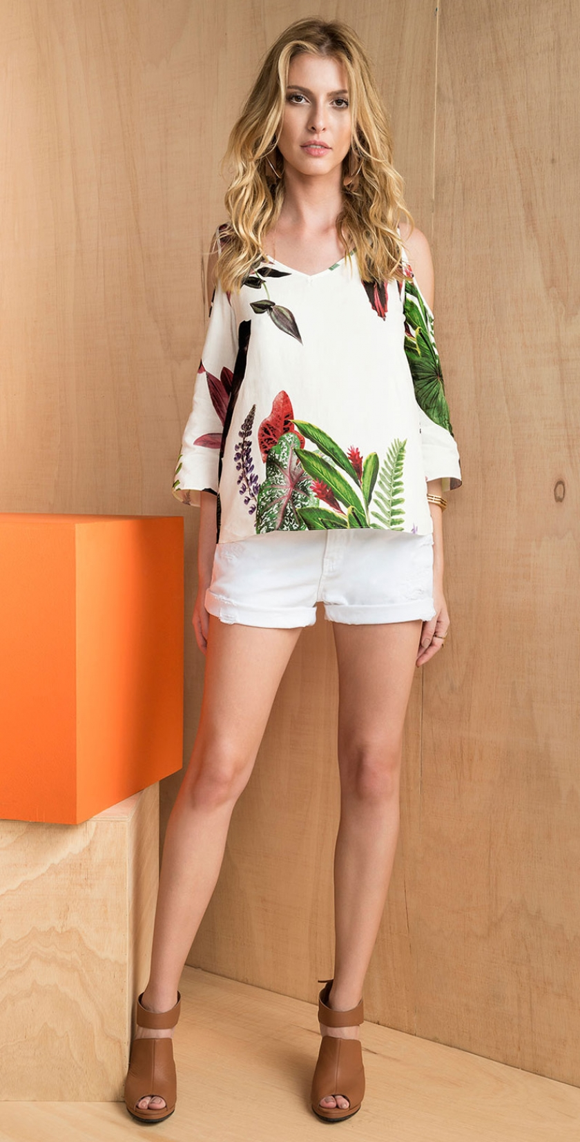 91d63f612 blusa manga tres quartos com ombros vazados estampado botanico shorts sarja